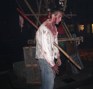 Zombie-Walking-Dead-Halloween-Horror-Nights-2013