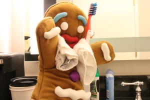 Gingy_brushing teeth