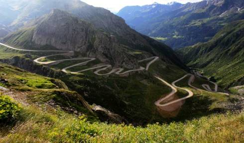 Would-You-Risk-Driving-on-these-Deadly-Roads-Guiddoo