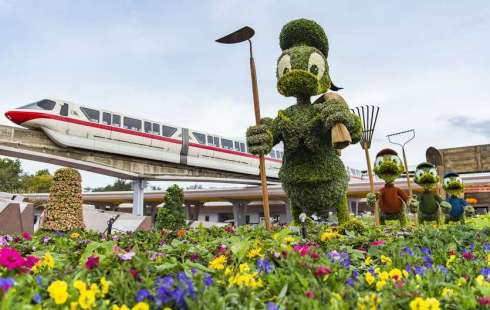 Donald-Duck-topiary-Epcot-The Writer Next Door