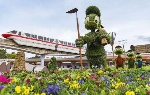 Donald-Duck-topiary-Epcot-The Writer Next Door
