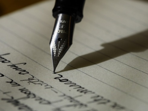 writing-haiku friday-Poetry-RonovanWrites-Vashti Quiroz Vega-Vashti Q-The Writer Next Door-blank pages